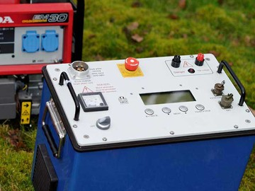 TIPIX 2200 transmitter for resistivity and induced polarisation exploration. Image courtesy of Iris Instruments.